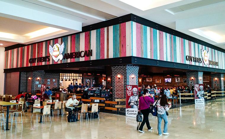 guy-fieri-aeropuerto-cancun-1